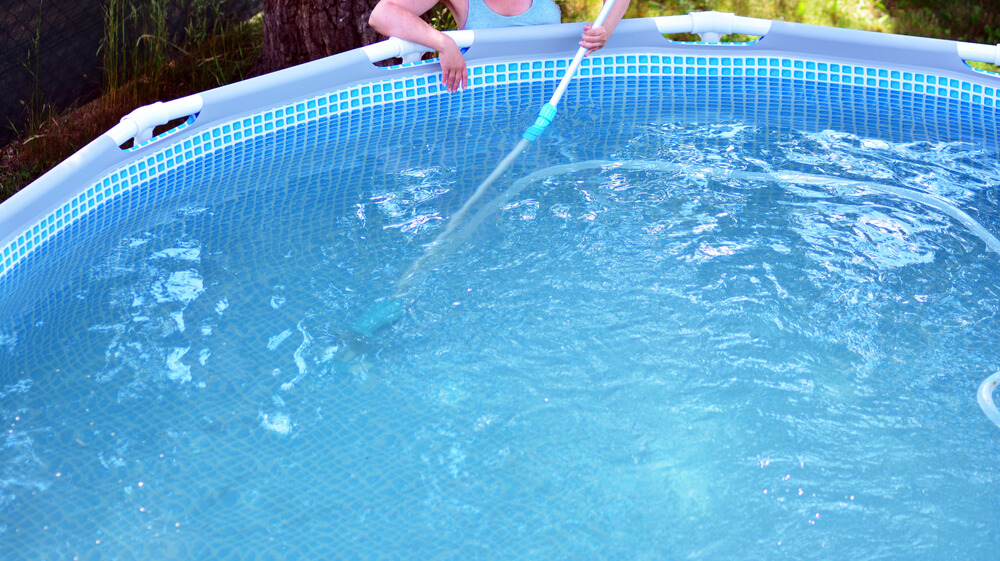 Cleaning bottom of swimming pool
