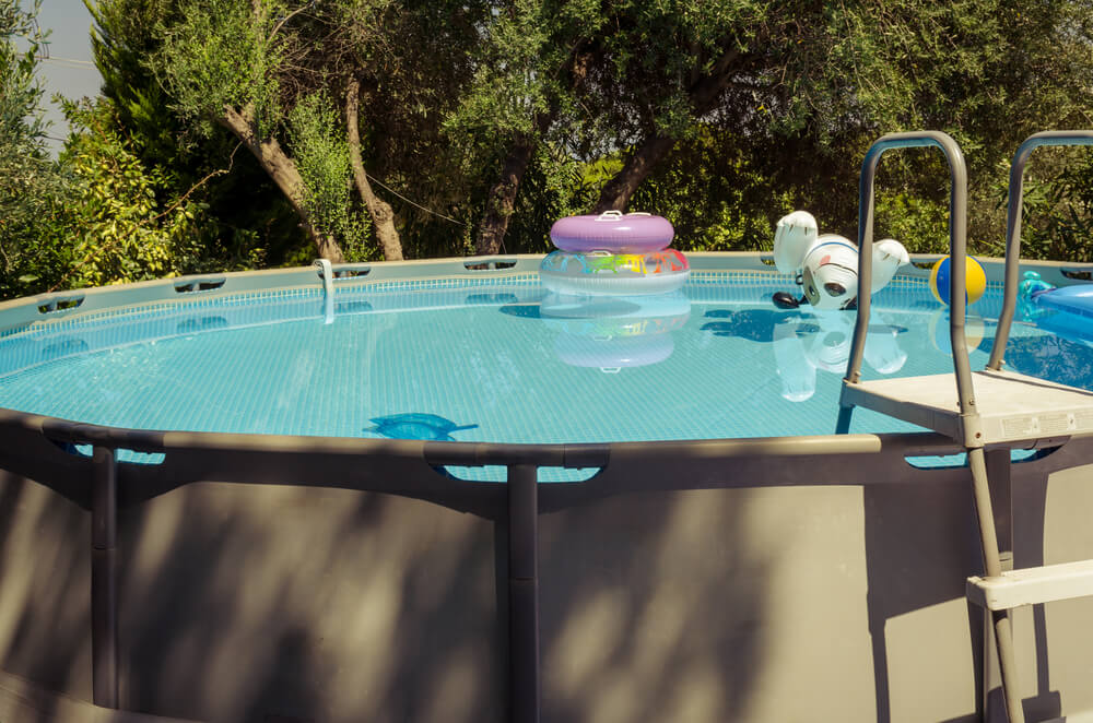 clean above ground pool