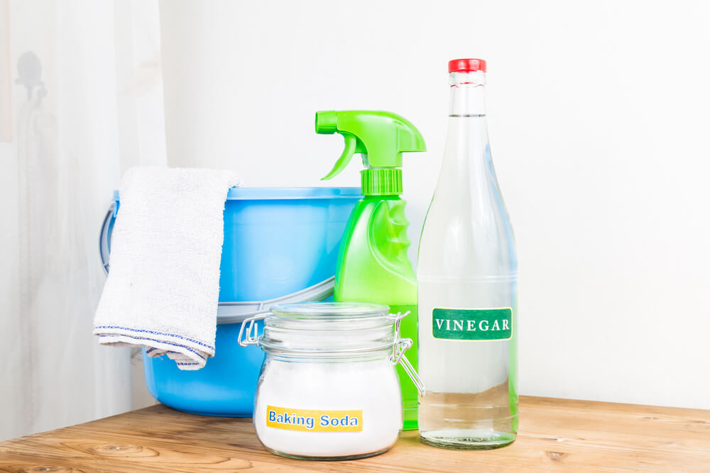 vinegar natural mix for effective house cleaning