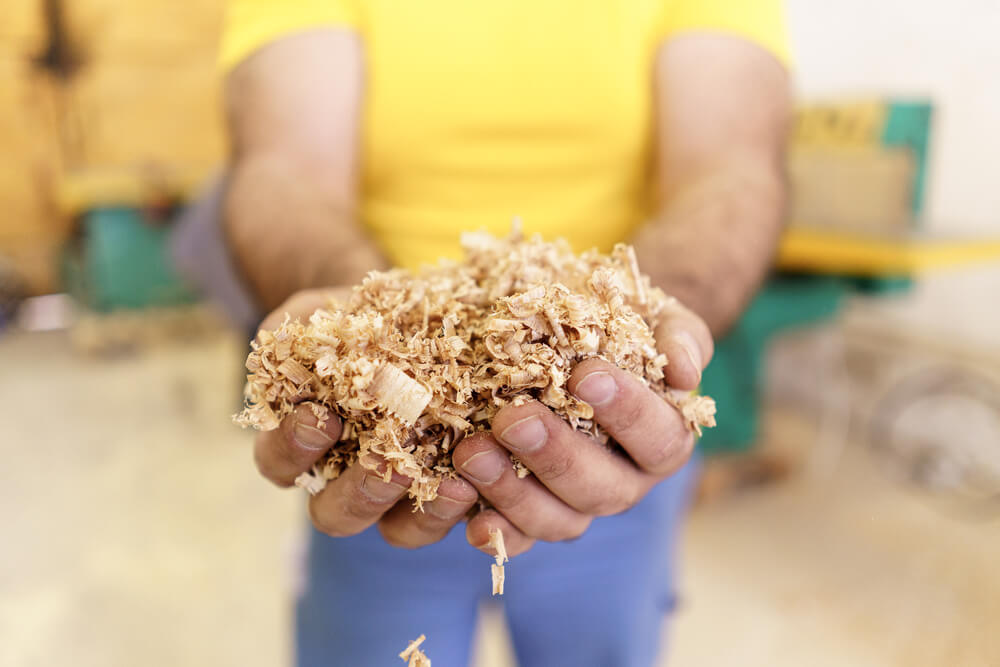 Sprinkle sawdust on the surface